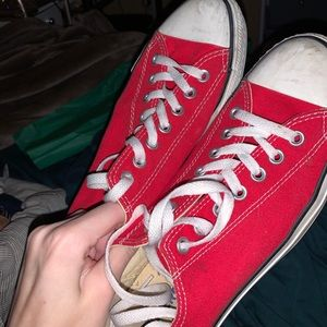 Red converse!!